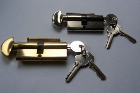 a locksmith leeds finding the righty cylinder for you